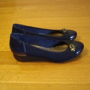 ANNE KLEIN BISA Women's (Sz. 8) Dark Blue Wedges